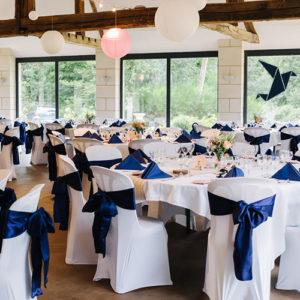 Rubans de chaises bleu en satin